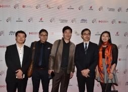 天津北方電影集團副總經理劉國利(左三)代表團和上海電影集團代表團、上海電影頻道總監 徐傑(右二)等在紅毯上