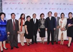 (左四起):中美電影節執行總裁林淑婷、中美電影節主席蘇彥韜、著名僑領張素久、中國國家新聞出版廣電總局電影局副局長毛羽、美國電影協會中國區總裁馮偉等嘉賓