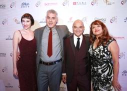 好萊塢著名音樂製作人葛萊美獎得主Peter Rafelson(左二)歌手Julia Marie(左一)葛萊美獎得主Omar Akram( 左三)以及夫人(左四)