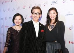 好萊塢著名華裔演員、中美電影節開幕式主持人張宇基先生(中)