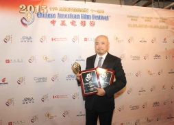 《港囧》導演、男主角徐崢獲最佳男主角獎,電影《港囧》也獲金天使獎。