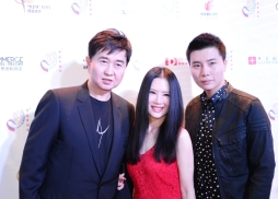 中國著名歌星付笛生、任靜、付豪一家