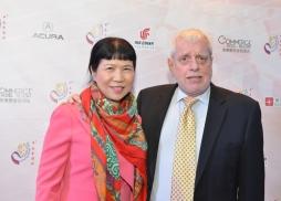 大銀幕(北京)電影發行控股有限公司總裁張恂女士(左)和美國魯迪摩根集團總裁Andre Morgan 先生