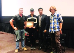 陸川導演與電影節代表向USC 電影學院授予證書