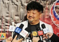 中國著名影視紅星洪劍濤接受媒體訪問